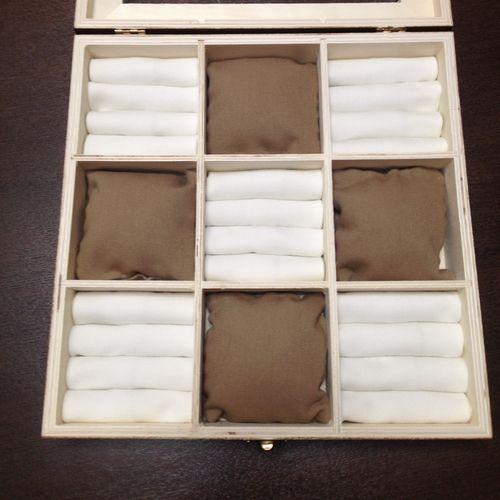 今日は100円均一で売っている、仕切り付きの木製ボックスを