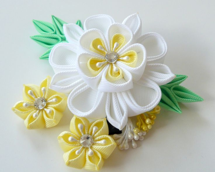 Kanzashi fabric flower hair clip. White and yellow kanzashi. White flower hair…