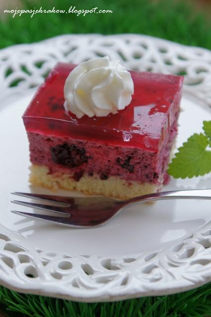 moje pasje: Ciasto z lekką pianką śmietanowo-jagodową