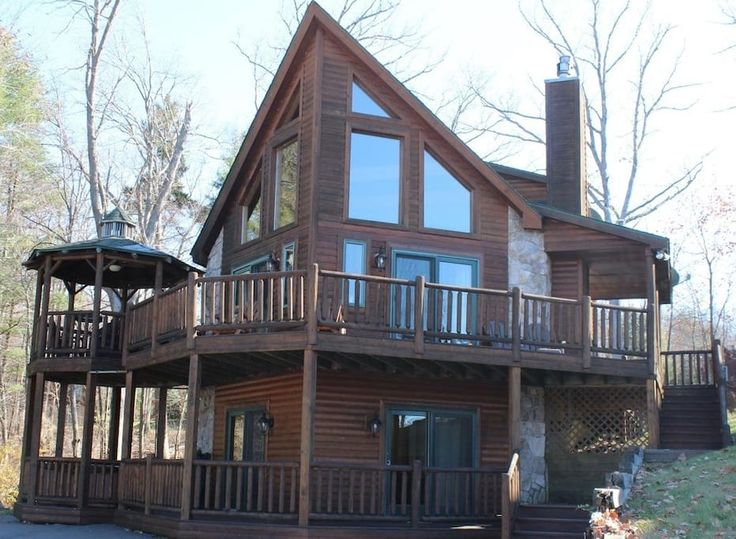 in Oakland, United States. Location!!! Welcome to our luxurious vacation log home at Deep Creek Lake! The house has all of the high end features you would want in a home including a whole house security system for your peace of mind. We have thought of everything and have l...