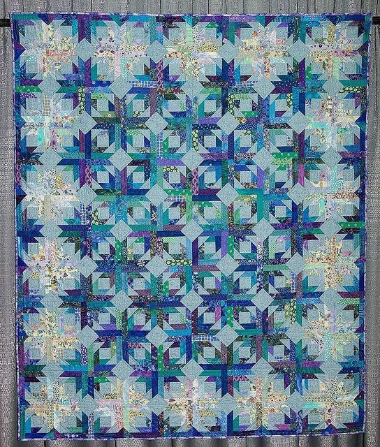 This is a version of Bonnie Hunter's Pineapple Blossom quilt. Description from…
