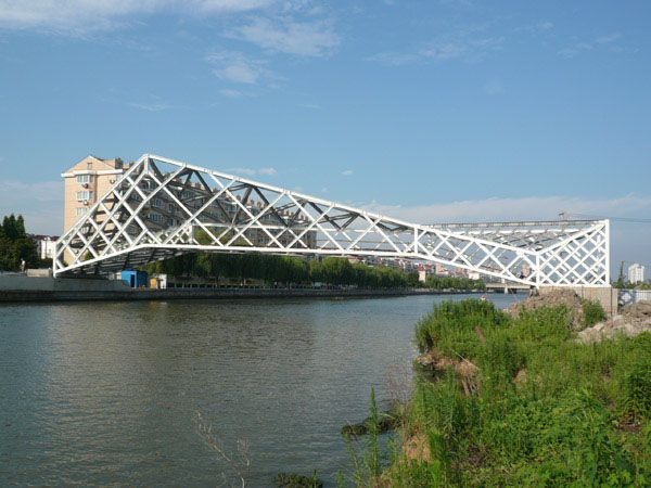 Innovative use of a triangulated structural frame by CA-Design for the Quingpu Pedestrian Bridge #Structure #Bridge