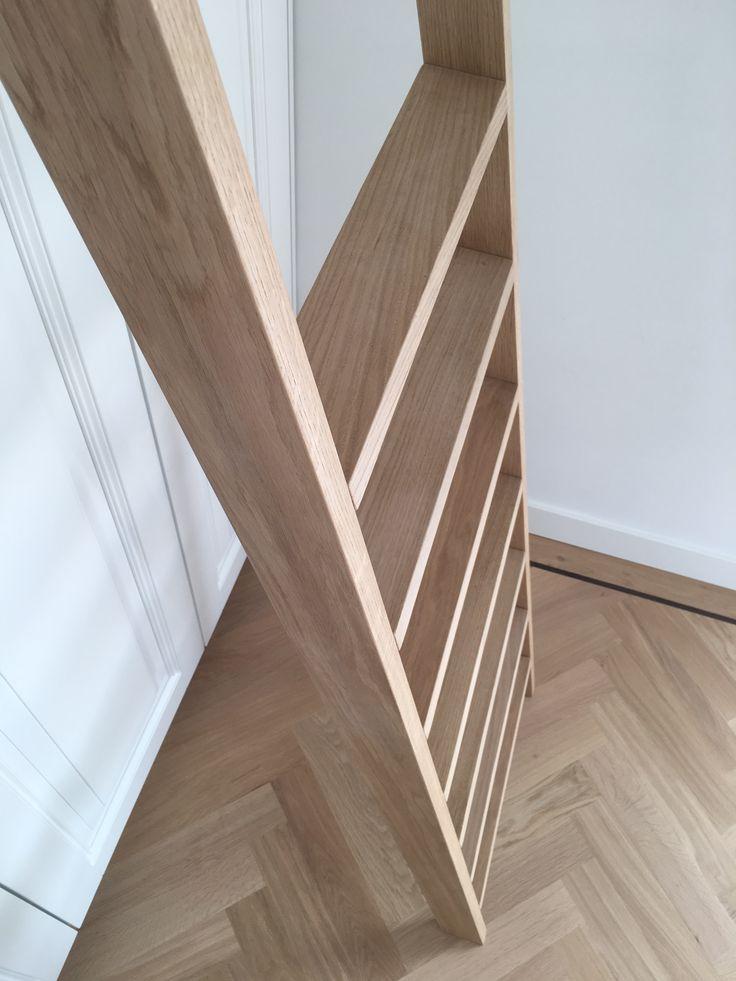 Rotterdam, kledingkast. Gespoten paneeldeuren met een massief eiken trap. #zonderdetailsgeengeheel #meubelmakerij #interieurbouw #projecten #maatwerk #ontwerp #berkaprojects #berka #projects #meubels #spuitwerk #opbergkasten #eettafel #keukens #vuren #eiken #beuken #berken #handmade #interiordesign #interieur #interior #interieurstyling #furniture #luxury #luxury #design #interior #interiordesign #design