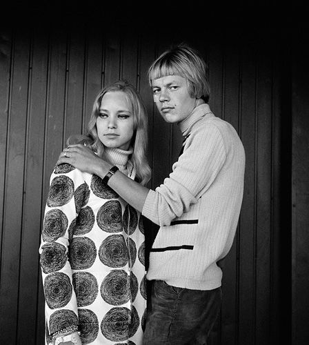 Ismo Hölttö. Young couple, 1968, Market Square, Helsinki.