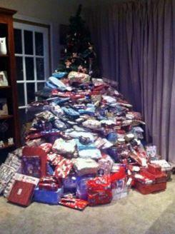 아이들에게 성탄절 선물 300개 넘게 사준 엄마