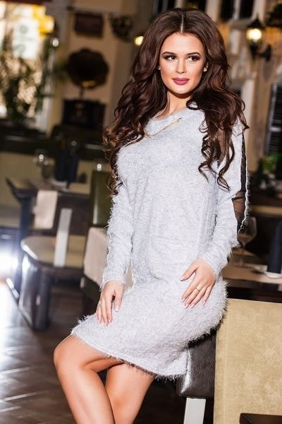 Средней длины эфектное платье ворсистное с вставками светло-серый