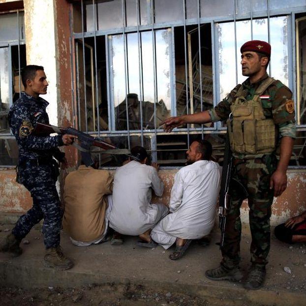 Iraqi forces battle islamic state for control of #Musul #Naweran #Iraq - by Azad Lashkar