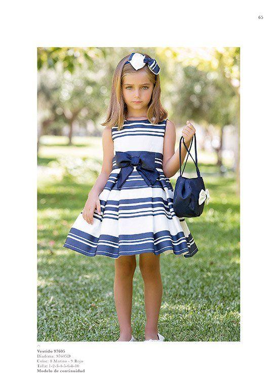 Me encanta el estilo marinero , y me gusta muchísimo los vestidos de Artesanía Amaya para niños los cortes y detalles sencillos e...