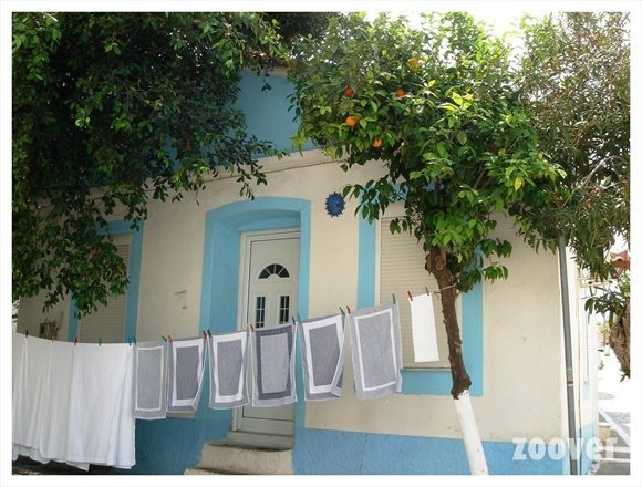 Hang was at the front of the House. Everything is possible in Greece. This is what I like in Greece. Source: Zoover