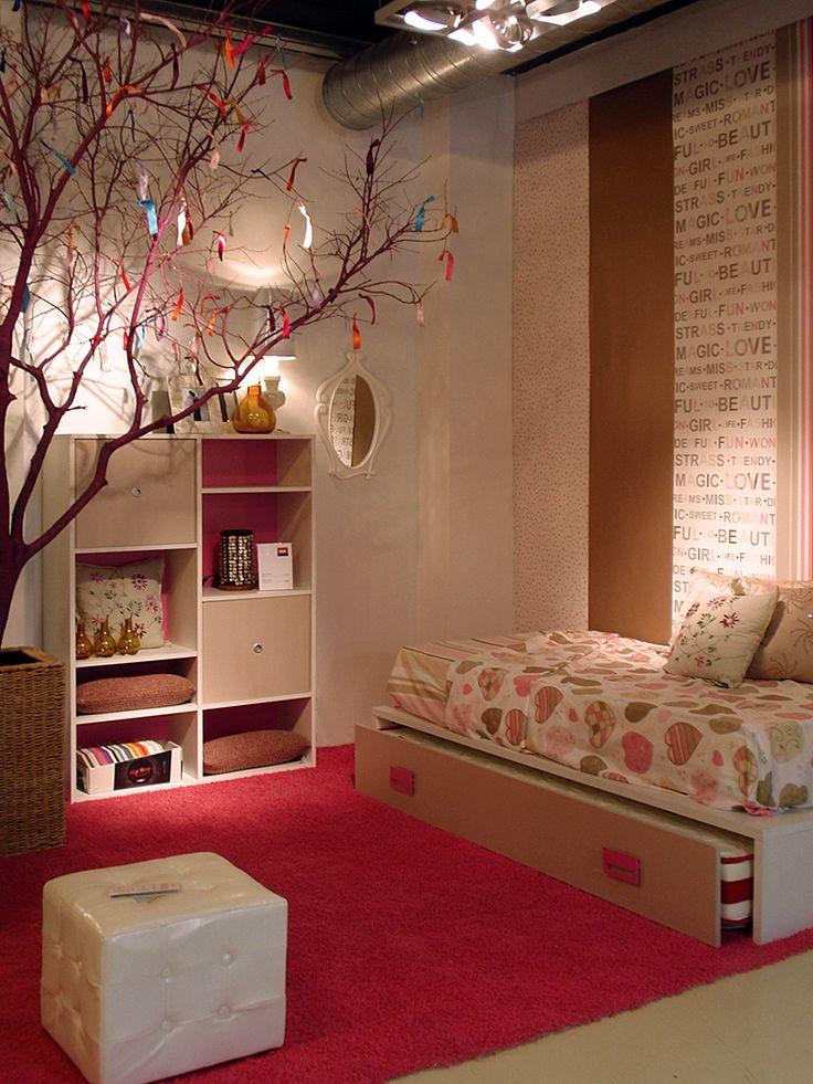 """Ambiente de mobiliario juvenil creado con la nueva colección de papel pintado y telas """"Miss Zoe"""", sólo para niñas. ¡No van a querer salir de su habitación!. La colección en nuestro blog: http://kimobel.wordpress.com/2012/06/23/miss-zoe-solo-para-chicas/"""