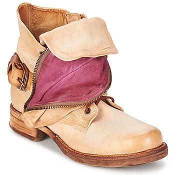 Stilvolle SAINTA Beige Schuhe von #Airstep/A.S.98 Preis: 199,20 € .Die Marke Airstep / A.S.98 ist für ihre einzigartigen Kreationen bekannt, was diese Boots Saint für Damen beweisen. #A.S.98 Schuhe #bootsdamen #Airstep/A.S.98