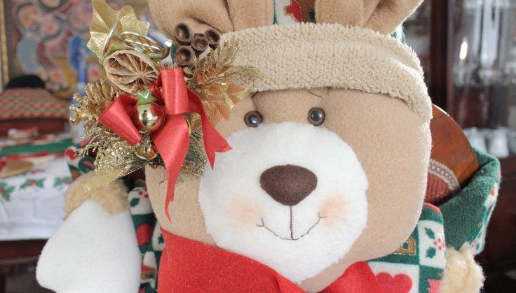 Cubre sillas navideño en forma de oso de navidad, ¿qué te parece?