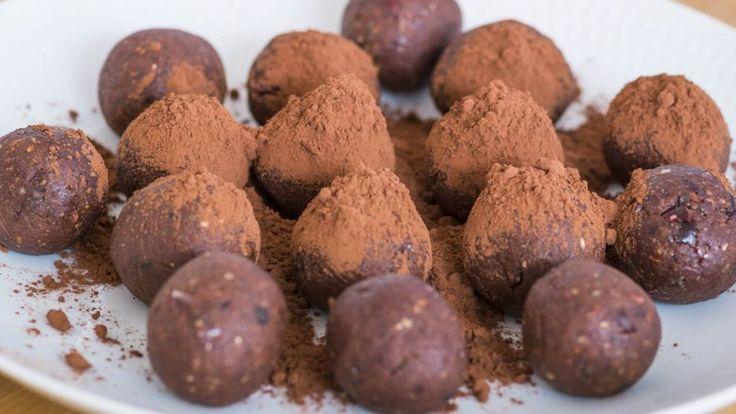 Variant på det klassiska chokladbollsreceptet. Kaffe och dadlar ger karaktär.