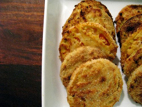 PALEO OVEN FRIED GREEN TOMATOES  4 green tomatoes, sliced thinly, about 1/4 inch  1 1/4 c almond flour  1 t onion powder  1/2 t garlic powder  1/4 t cayenne pepper  2 eggs  1/3 c water  olive oil  s&p