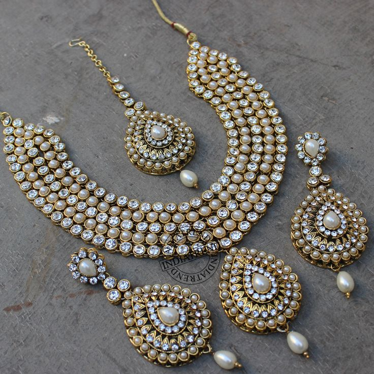 Mansha Necklace + Tikka + Earrings  by Indiatrend. Shop Now at WWW.INDIATRENDSHOP.COM