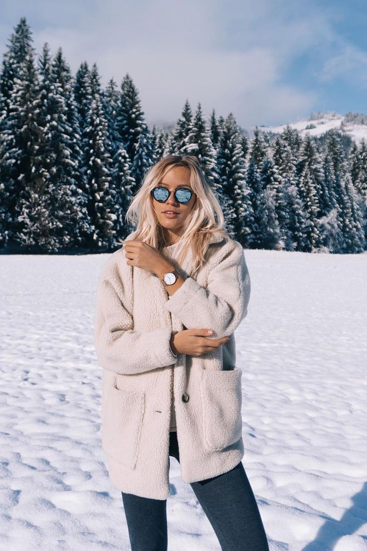 sunglasses and watch for her | snow | winter | blogger | christmas | winter | gift idea | Maui Matt Black Blue Mirrored by Kapten & Son | picture by joliejanine