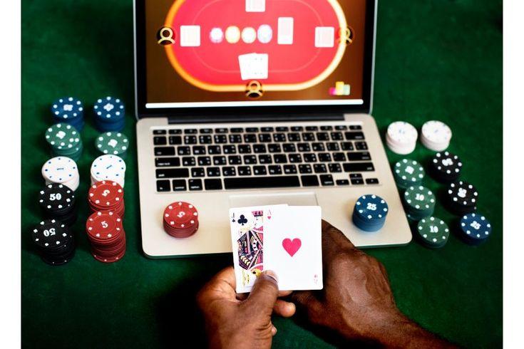 На территории РФ не всегда можно легально играть оффлайн.Соответственно, многие любители азарта стремятся посещать онлайн-казино.На данный момент существуют игровые залы, работающие вполне законно.