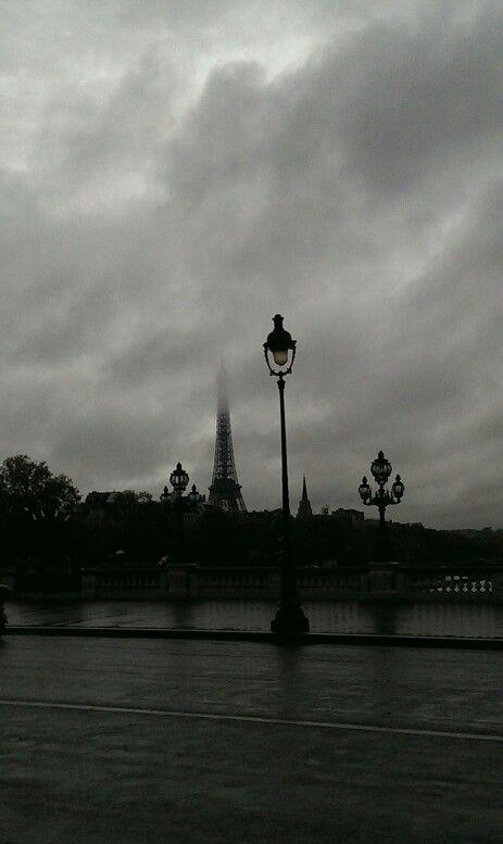 Paris pluie pont alexandre 3
