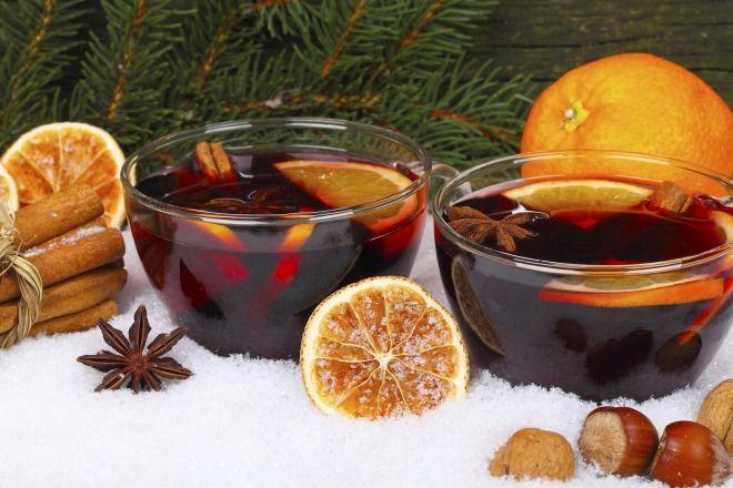 """750g vous propose la recette """"Vin chaud de Noël"""" accompagnée de sa version vidéo pour cuisiner en compagnie de Chef Damien et Chef Christophe."""