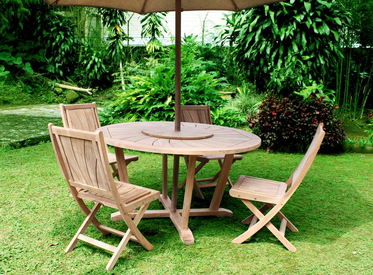 Round Radiant Dining Set. A rounded table with smooth and unique design combined with Radiant Folding Chair will make your outdoor teak furniture more relax. #outdoor #teakfurniture #teakwood #radiant #dining