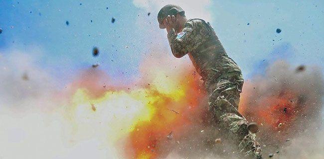 Foto TerakhirIni adalah foto yang diambil oleh seorang fotografer Angkatan Darat Amerika Serikat yang bertugas di Afghanistan bernama Hilda Clayton. Foto ini merupakan foto terakhir yang diambil Clayton, menangkap gambar ledakan yang menghantam pasukan Afghanistan dan beberapa detik kemudian menewaskan dirinya. Foto ini diambil pada Juli 2013 lalu dan baru dirilis ke publik pekan ini oleh militer AS. Hilda Clayton