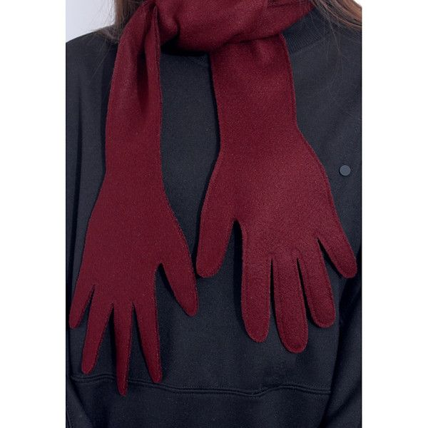 Have a little fun this fall and winter wearing thisPlayful Palm Wooly Scarf in Burgundy. One Size Fits All. Composition: Wool Polyester.