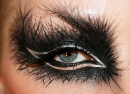 Dramatic #black #eye #makeup #feathered #dramatic