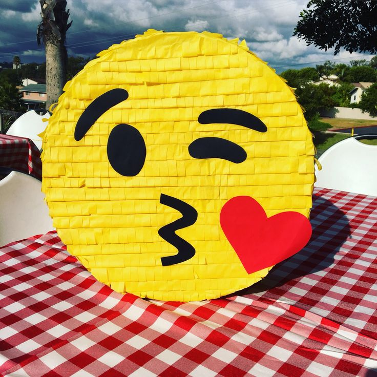 Emoji piñata...kissing emoji piñata #SweetdetailsbyKarla #emojipiñata