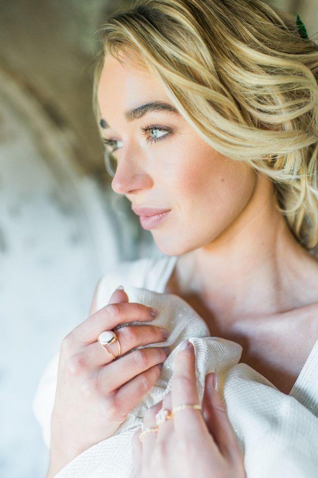 Credit: Alexandra Vonk Photography - vrouw, meisje, portret, binnenshuis, jong, volk, gemakkelijkheid, mode, blond, sexy, volwassen, schattige, mooi