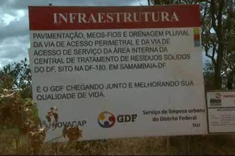 Aterro sanitário do DF não está pronto e lixão da Estrutural continua funcionando fora da lei - http://noticiasembrasilia.com.br/noticias-distrito-federal-cidade-brasilia/2014/08/05/aterro-sanitario-do-df-nao-esta-pronto-e-lixao-da-estrutural-continua-funcionando-fora-da-lei/