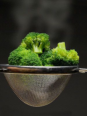 Like beans, broccoli is a superstar source of fiber. Broccoli is low in calories and a great source of nutrients. You're going to want to eat your brocolli raw though, since cooking it can reduce its fiber content. However, if you prefer your broccoli cooked, try steaming, broiling, or baking your brocoli to avoid extra calories. You can toss it with a small amount of olive oil, salt, and pepper for additional flavor.