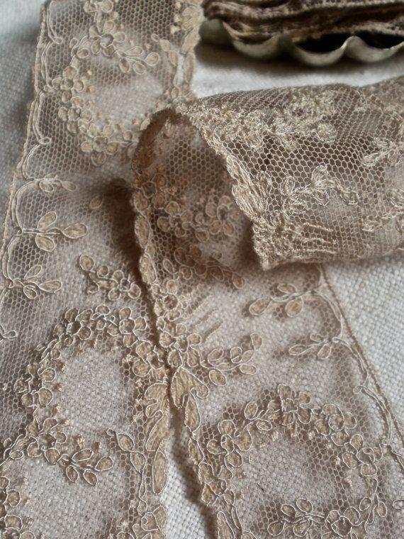 OMG Gorgeous vintage lace!! I want!!