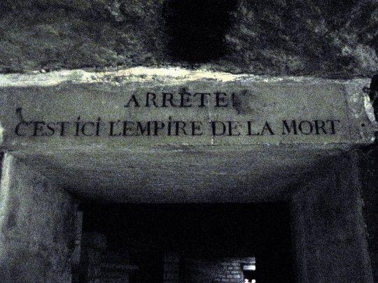 """Les Catacombes de Paris. """"Arrête, C'est ici l'empire de la mort [Stop, Here is the Empire of Death]"""""""