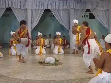 Manipuri Sankirtana, danza típica de Manipur (India), Patrimonio de la Humanidad. Un compendio de expresiones artísticas que representan las vidas y actos del dios Krishna a través de danzas, músicas y cantos que provocan el éxtasis entre lso devotos del estado indio de Manipur.