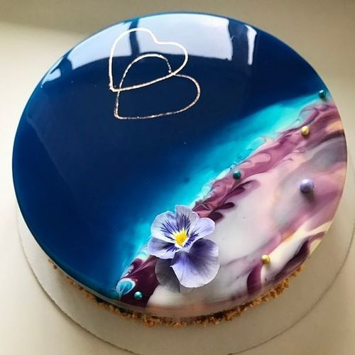 Ocean Shore Mirror Glaze Cake | Top 10 Mirror Glaze Cakes | Mirror Glaze Cakes... These shiny sensations hit the cake world a few months ago and went absolutely viral! | http://magnificentmouthfuls.com.au/2017/07/15/top-10-mirror-glaze-cakes/