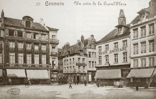Voor de Eerste Wereldoorlog ziet het begin van de Brusselse straat er zo uit. De meeste gebouwen op deze foto dateren uit de 18de en de 19de eeuw.