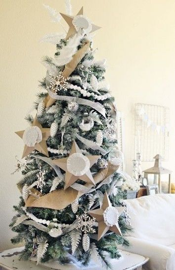 Decorazioni bianche e di cartone di Natale