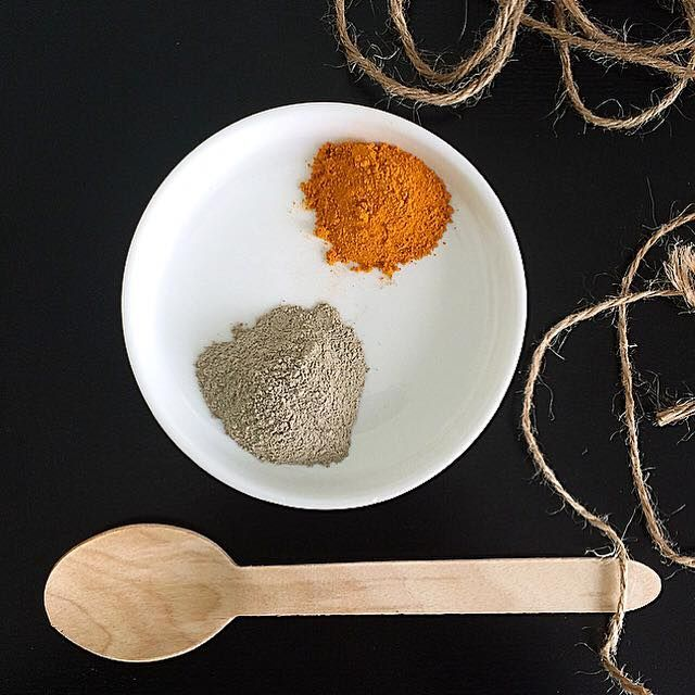 DIY Bentonite Clay and Turmeric Powder Detox Facial Mask