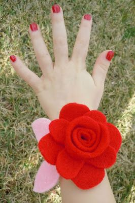 Make for kids teacher lilly cakes: Felt Valentine Wrist Corsage