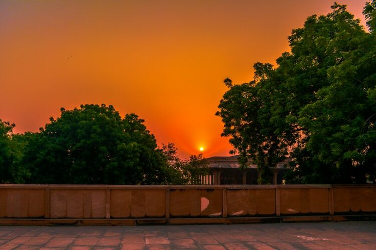 Sunrise at fatehpur sikri