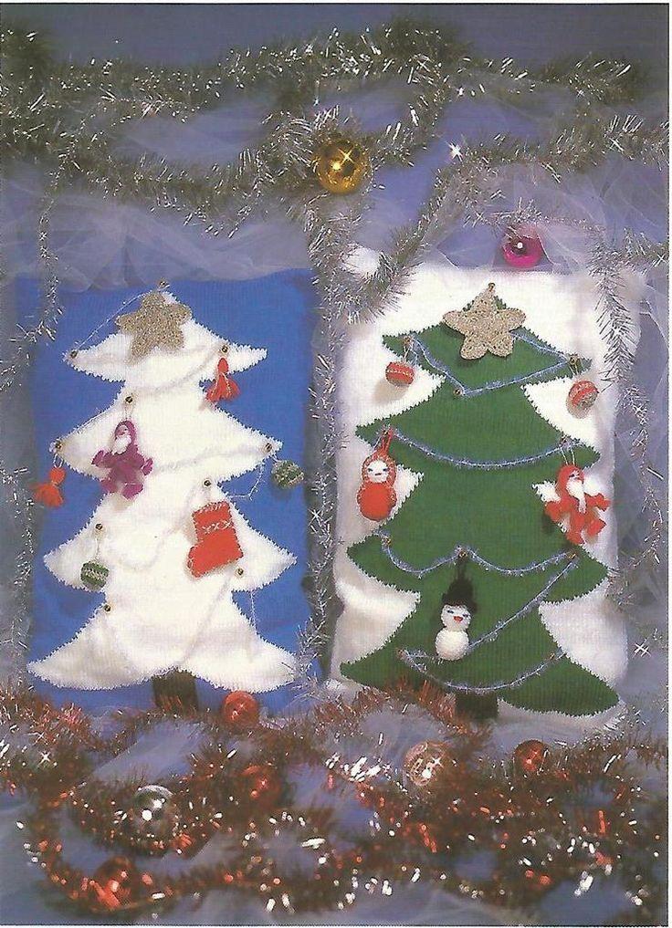 Coussins de Noël He oui, c'est encore un peu tôt mais novembre est à nos portes et déjà Noël approche à grands pas comme je l'ai déjà dit, nous tricotons toutes avec encore plus d'élan pour la préparation de nos cadeaux... Alors aujourd'hui, une petite...