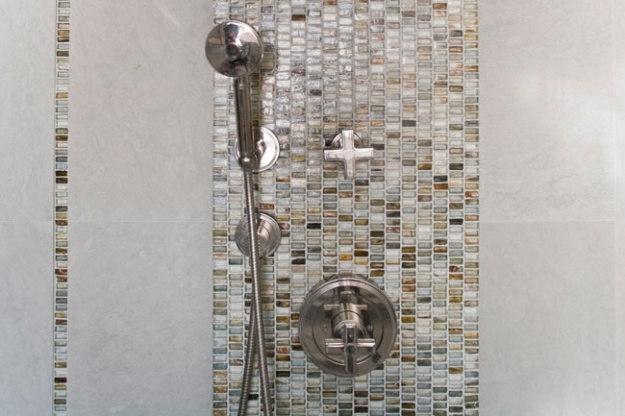 vertical tile strip - bathroom