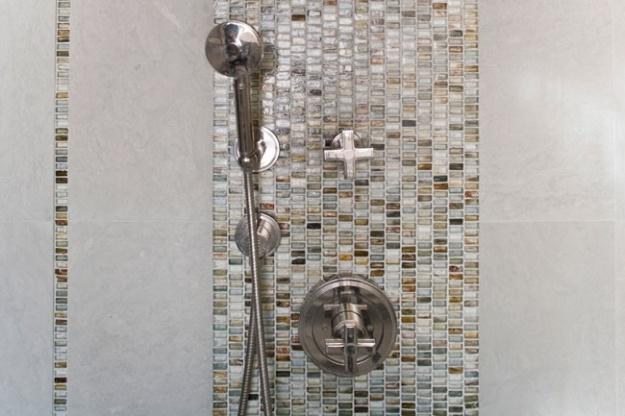 vertical tile strip - bathroom