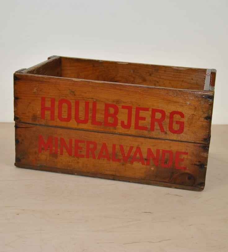 Gammel sodavandskasse - En lækker gammel sodavandskasse fra Houlbjerg. Kassen har været omkring værkstedet på Det Kreative Kontor, hvor den har fået et grundigt bad og en lakering, så den holder længere. Det blev den faktisk rigtig flot af. #detkreativekontor