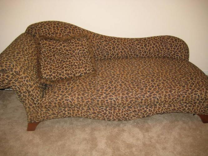 Chaise lounge fainting couch leopard print sofa with matching pillow would love this for my for Animal print chaise lounge