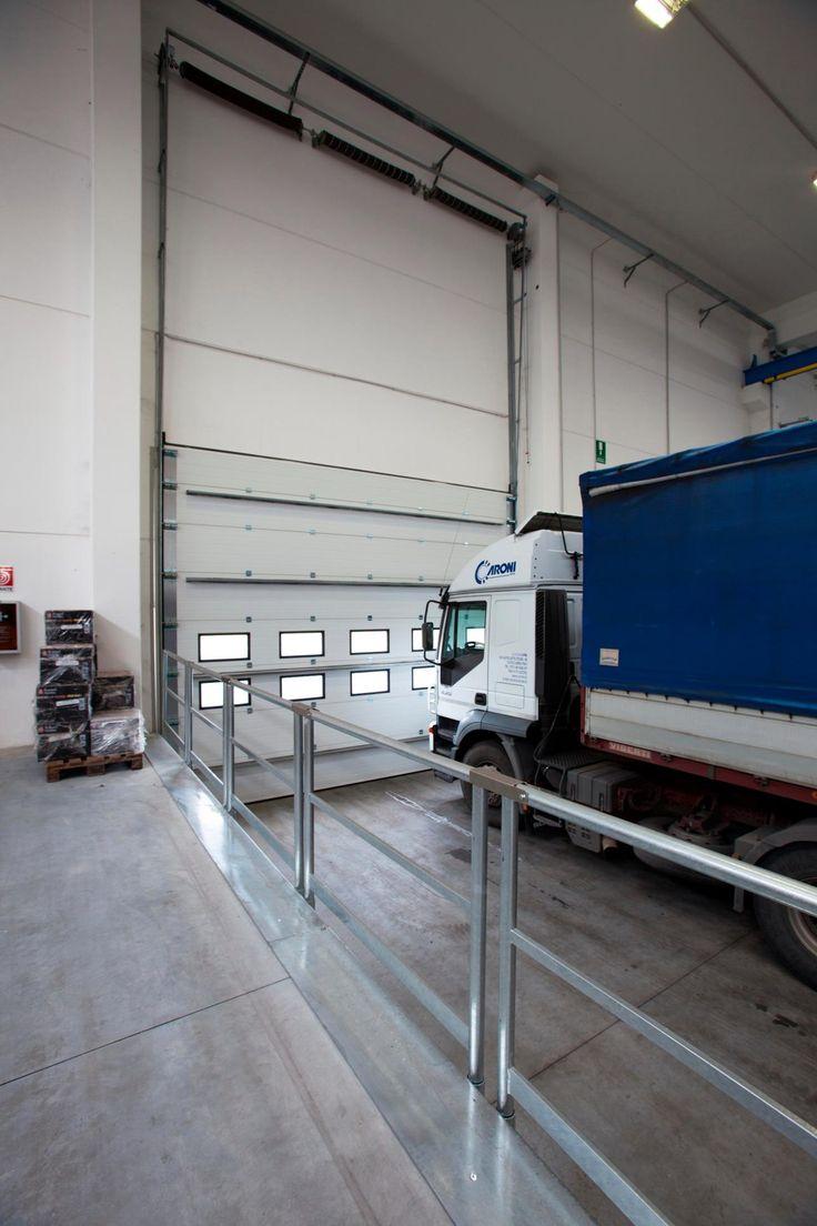 I portoni sezionali industriali Iridium Doors rappresentano la soluzione ideale per qualsiasi tipo di applicazione industriale.