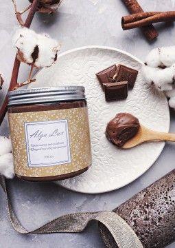 Крем-маска шоколадная «Шоколадное обертывание», 500 мл. Шоколад содержит кофеин, способный сжигать жировые отложения и расщеплять целлюлит. Альгинаты оказывают мощное лифтинговое действие, моделируют контуры тела, устраняя дряблость и обвислость кожи, укрепляют тургор. Морские водоросли питают кожу, насыщают микро- и макроэлементами, также, способствуют похудению.  Цена: 950 руб.