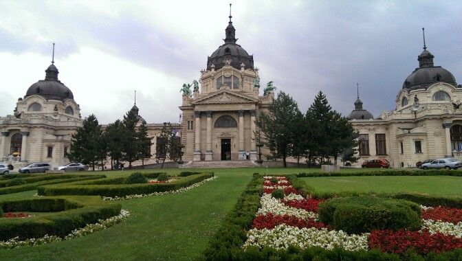 Szechenyi hotsprings and bath in their Cental Park type area