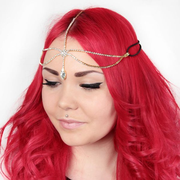 This lovely headpiece is so lovely! Perfect for any party outfit or why not for every day! So pretty!