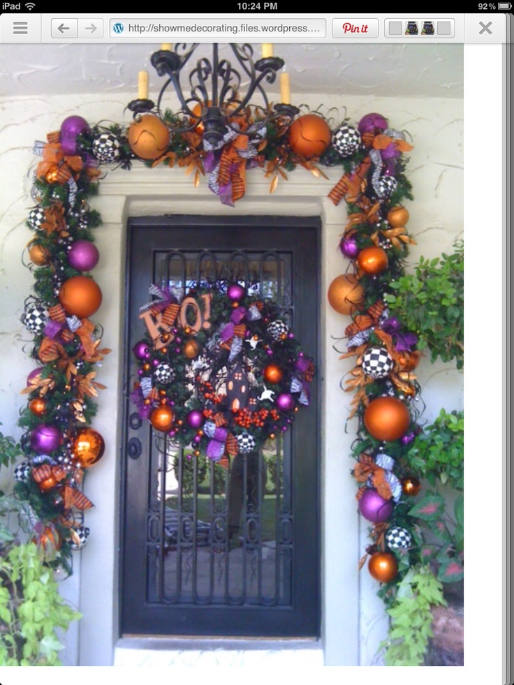 Halloween Garland Now That Is An Entrance Halloween